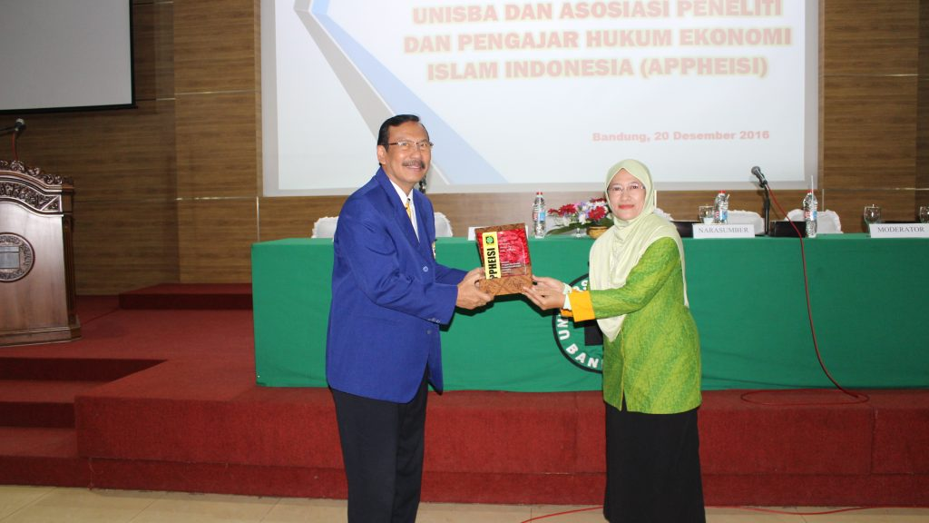 Semiloka Nasional Hukum Ekonomi Syariah Kerjasama UNISBA dan APPHEISI